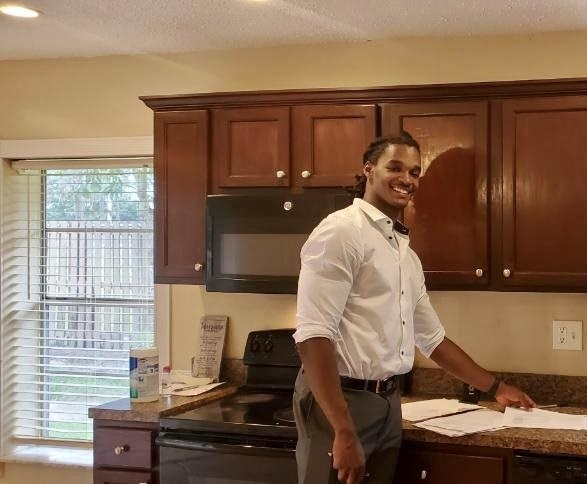 Calvin Darville Notary Signing Agent at signer's house